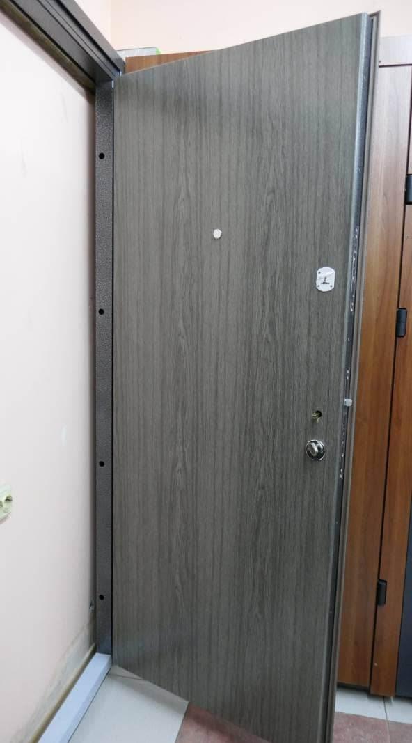 Фото входных дверей серии Офис Премиум