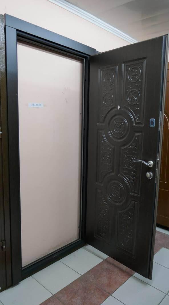 Фото входных дверей серии Регион