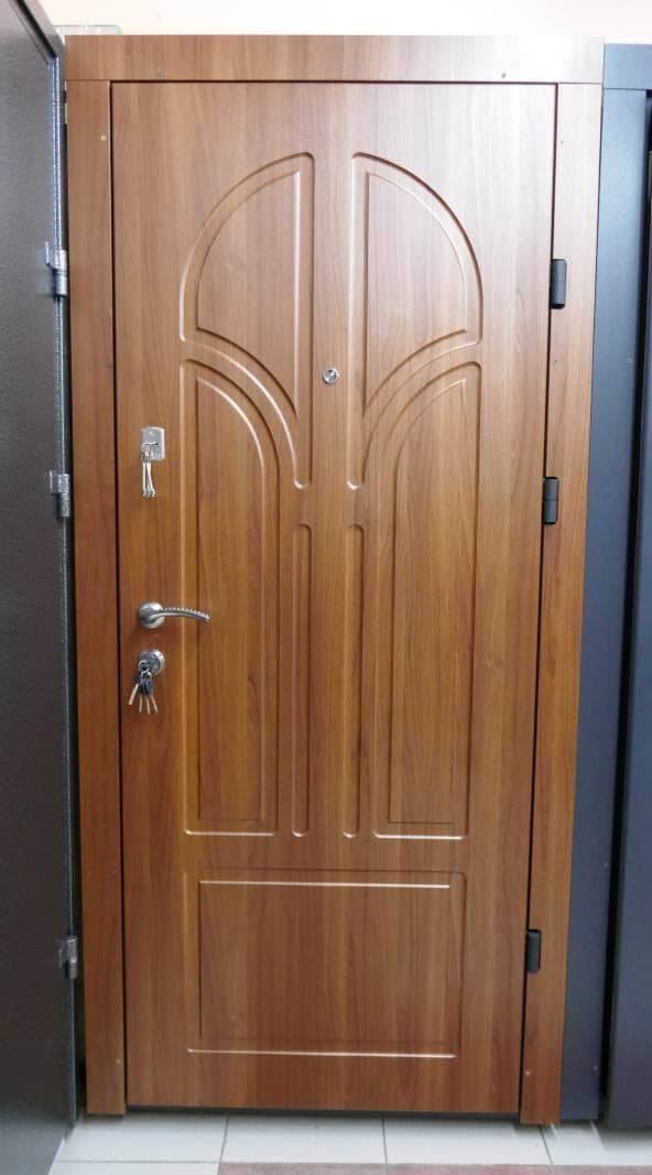 Фото входных дверей серии УКР Премиум